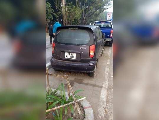 बेवारस गाडी धूळ खात