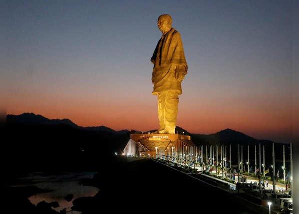 182 मीटर है मूर्ति की ऊंचाई