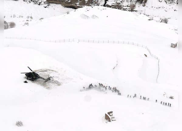 मुश्किल से मिली हेलिकॉप्टर लैंडिंग की जगह