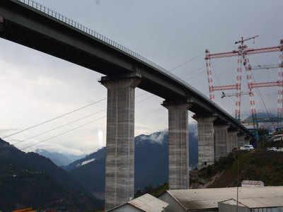 चिनाब पर बन रहा दुनिया का सबसे ऊंचा रेल पुल