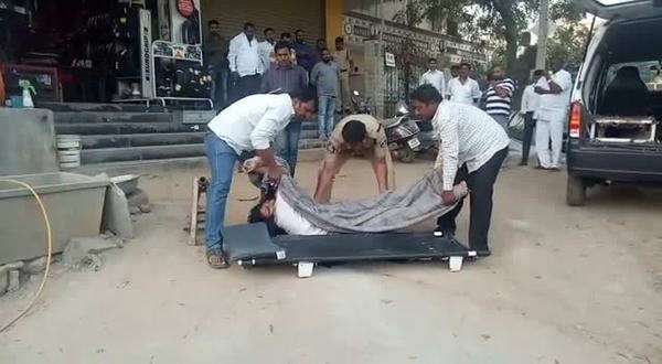 woman falls to death from building while chatting with boyfriend in shamshabad