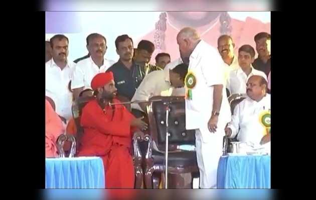 देखें: मंत्रिमंडल को लेकर लिंगायत संत और सीएम बीएस येदियुरप्पा खुलेआम भिड़े