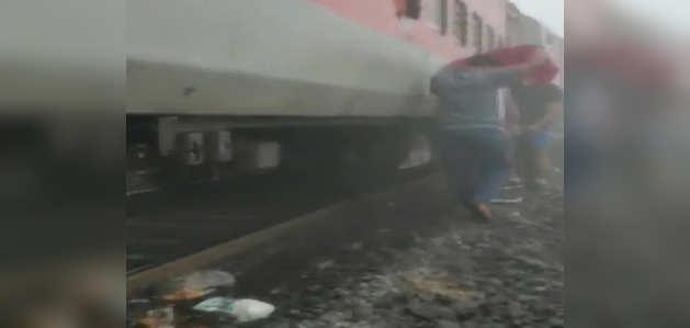 ओडिशा: कटक में भुवनेश्वर-लोकमान्य तिलक एक्सप्रेस पटरी से उतरी, कई घायल