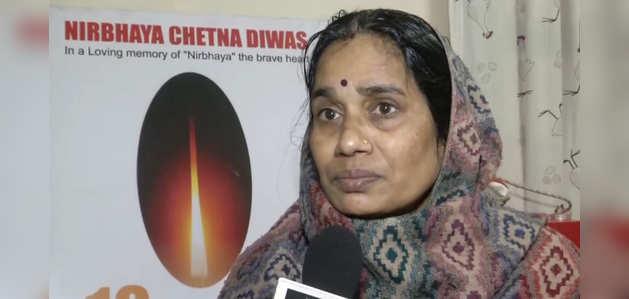 निर्भया के दोषियों की फांसी पर बढ़े सस्पेंस पर बोलीं निर्भया की मां