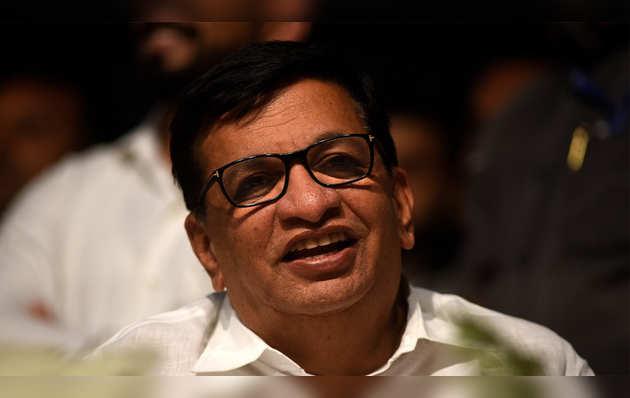 राउत के इंदिरा गांधी पर बयान: कांग्रेस ने फडणवीस पर लगाया अपराधी मुन्ना यादव को बचाने का आरोप