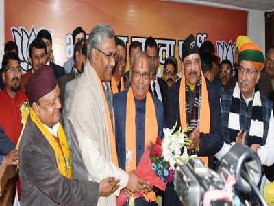 मुख्यमंत्री त्रिवेंद्र सिंह रावत और पूर्व प्रदेश अध्यक्ष अजय भट्ट ने बंशीधर भगत को बधाई दी