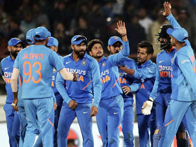स्मिथ के विकेट के बाद जश्न मनाती टीम इंडिया
