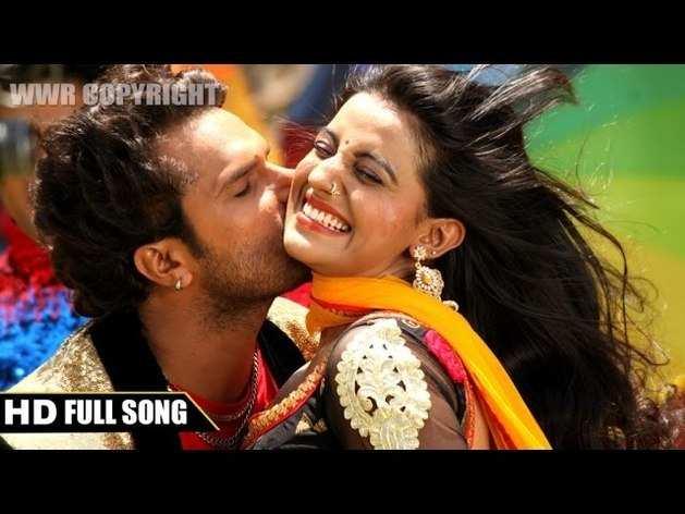 अक्षरा सिंह का भोजपुरी गाना 'सखी सिलाई रिंच से खोलेला'