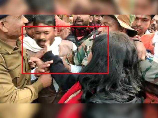 CAA: मध्यप्रदेश में प्रदर्शन के दौरान महिला कलेक्टर ने बीजेपी कार्यकर्ता को जड़ा थप्पड़
