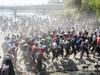 अमेरिका जाने को नदी के रास्ते मेक्सिको में घुसने की कोशिश, टियर गैस से खदेड़े गए प्रवासी