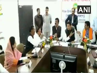 प्रभारी मंत्री और बीजेपी सांसद में जमकर बहस हुई