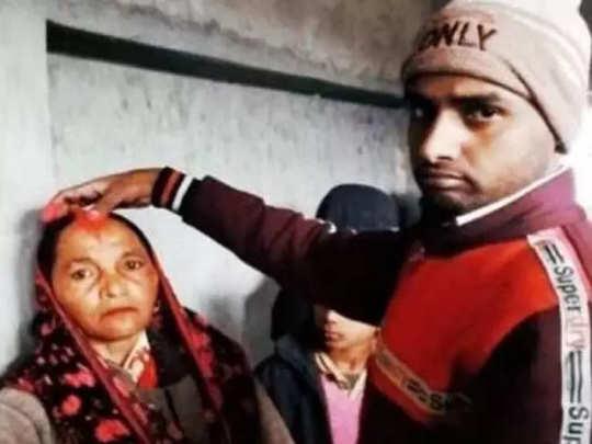 60 வயது மூதாட்டியை திருமணம் செய்த 20 வயது இளைஞன்