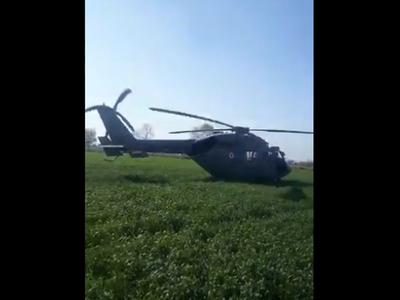 खेत में उतरा एयरफोर्स का चॉपर