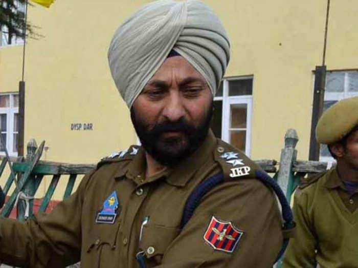बर्खास्त डीएसपी देविंदर सिंह (फाइल फोटो)