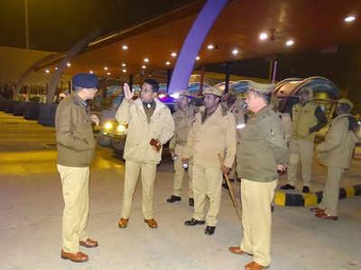 घटना के बाद मौके पर पहुंचे पुलिस अधिकारी