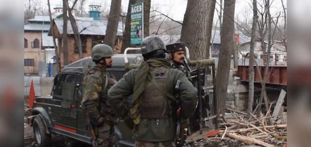 J-K: अवंतीपोरा जिले में सुरक्षाकर्मियों की मुठभेड़ जारी