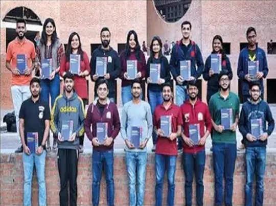IIM अहमदाबाद के 21 छात्रों ने लिखी टेक्स्ट बुक