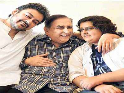 बेटों के साथ अरशद सामी खान। (फाइल फोटो)