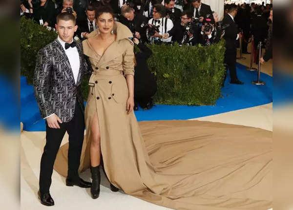मेट गाला 2017 की ड्रेस