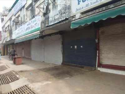 गोरखपुर में बंद दुकानें