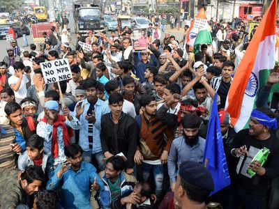 भारत बंद के दौरान देशभर में सड़कों पर निकले लोग