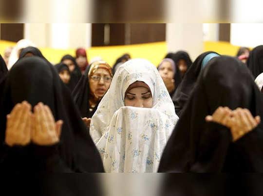 মহিলাদের মসজিদে প্রবেশের অধিকার আছে