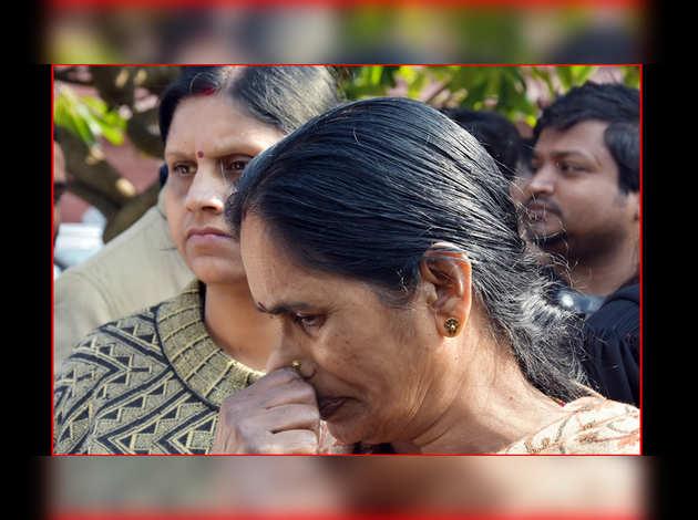 निर्भया केस: दोषियों की फांसी फिर टली, भड़की पीड़िता की मां