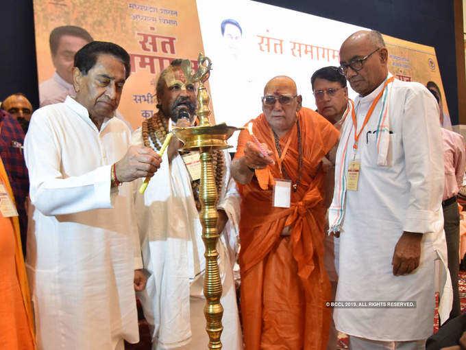 Kamal Nath, Digvijaya attend Sant Samagam in Bhopal