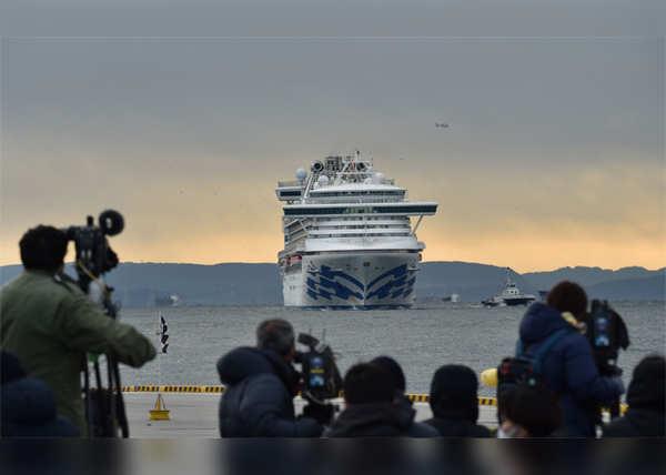 जहाज पर कड़ी जांच और निगरानी