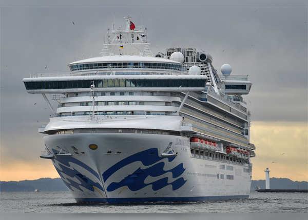 जहाज पर अब तक 20 लोग संक्रमित