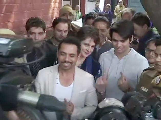 रेहान वाड्रा ने पहली बार दिया वोट।