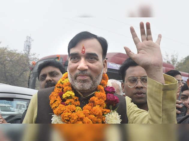दिल्ली चुनाव: AAP नेता ने EVM में गड़बड़ी का लगाया आरोप