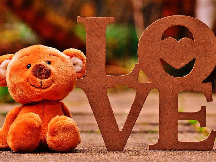 teddy bear colours for the valentine week to make her feel special