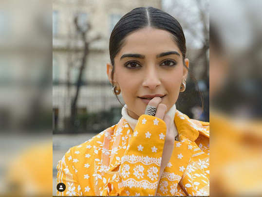 how to hide dark circle by makeup sonam kapoor beauty secrets