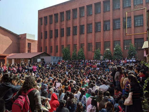 गार्गी कॉलेज छेड़छाड़: पुलिस ने दर्ज की FIR, जानिए हर अपडेट