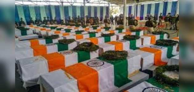 पुलवामा अटैक को एक साल, देश कर रहा शहीदों को नमन