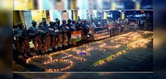 पुलवामा अटैक: पीएम मोदी ने शहीदों को दी श्रद्धांजलि