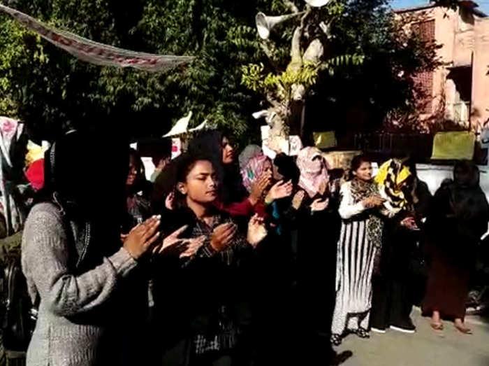 एएमयू में सीएए को लेकर प्रदर्शन