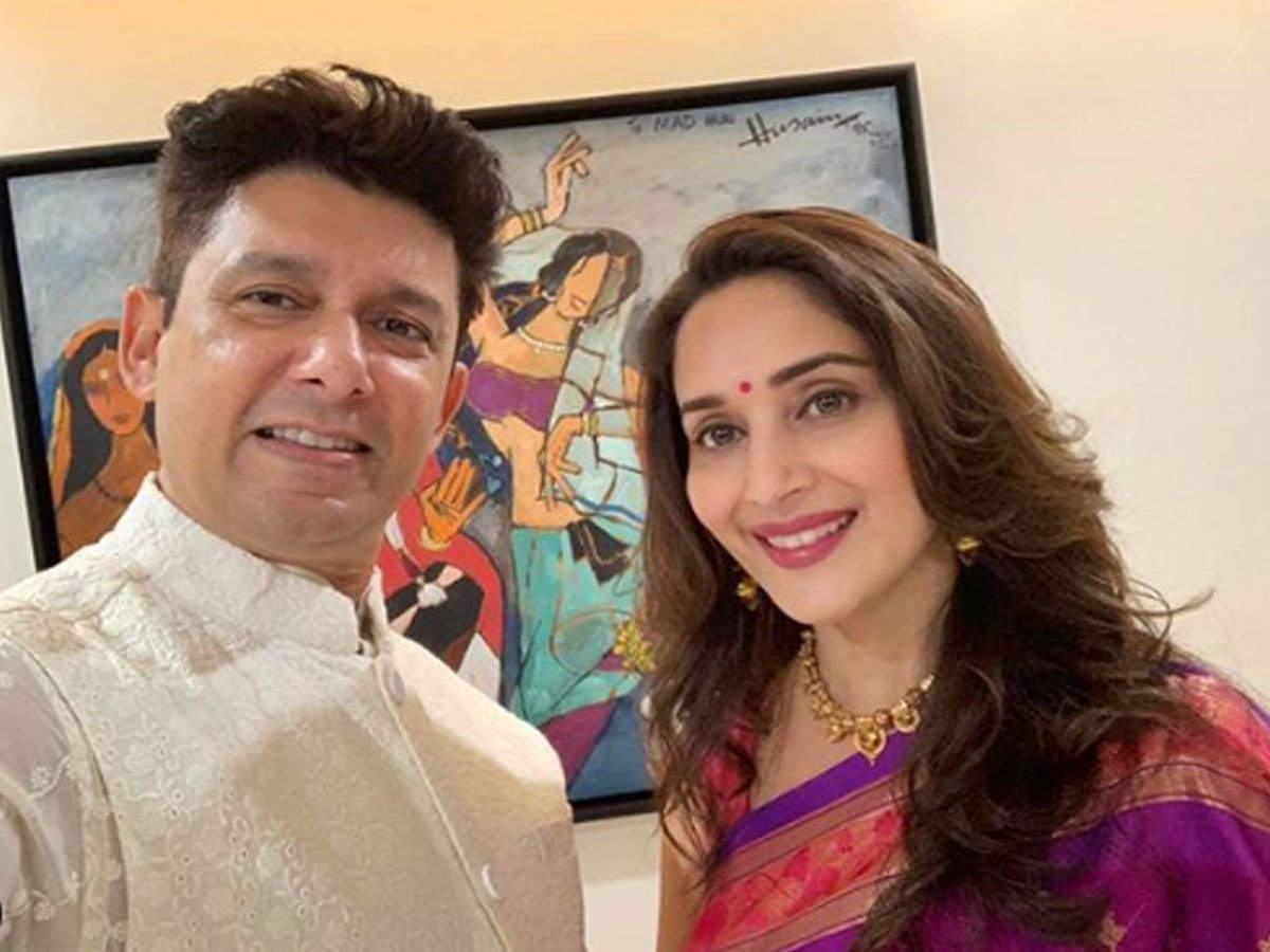 madhuri dixit: पति डॉक्टर नेने कितने रोमांटिक, माधुरी दीक्षित ने दिया यह  जवाब - madhuri dixit answer smartly when asked how romantic her husband dr  shriram nene   Navbharat Times