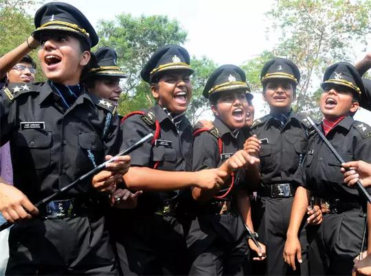 सेनेतील महिला अधिकारी