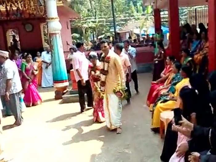 मंदिर में कराई शादी