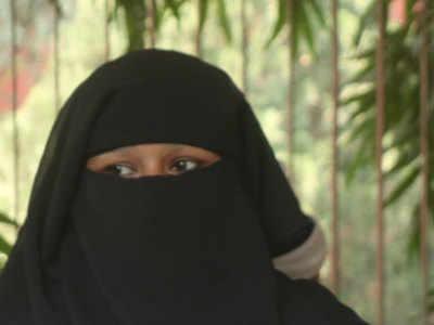 बुर्का न पहनने पर छात्रों का उत्पीड़न
