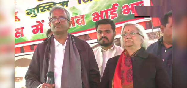 शाहीन बाग में प्रदर्शनकारियों से मिले SC के वार्ताकार