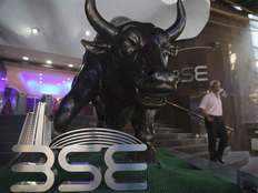 कोरोना का असर कम होने से शेयर बाजार में उत्साह, सेंसेक्स 429 अंक उछला