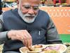 हुनर हाट में PM मोदी को लिट्टी चोखा खाते देख बोले बिहारी, 'कभी हमारे घर आकर खाएं'