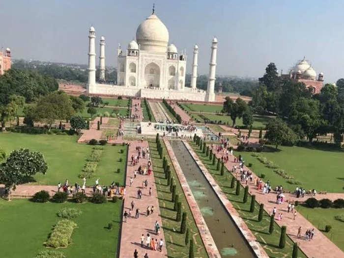 ताज महल की सफाई