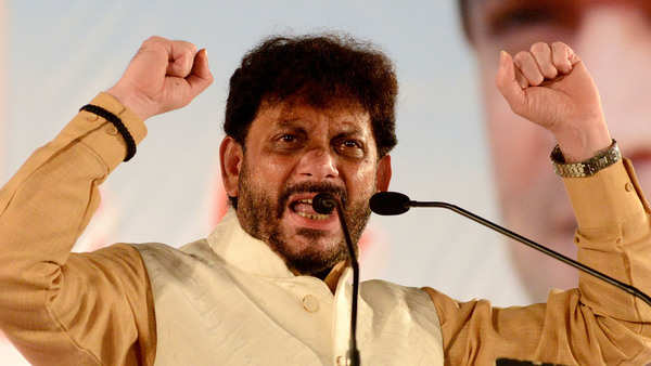 aimims waris pathan refuses to apologise for shocking 15 crore muslims threat blames bjp