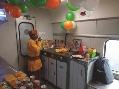 ट्रेन कै पैंट्री कार में पहुंचा शिव मंदिर
