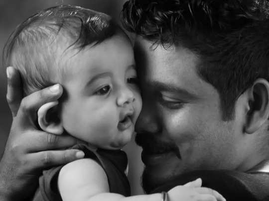 pirantha kuzhanthayai epadi paramaripathu: பிறந்த குழந்தையை எப்படி தூக்கி  பாலூட்ட வேண்டும்... பல பராமரிப்பு விஷயங்கள் இதோ - Samayam Tamil