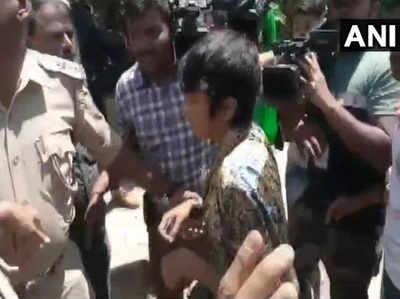 हिरासत में ली गई महिला